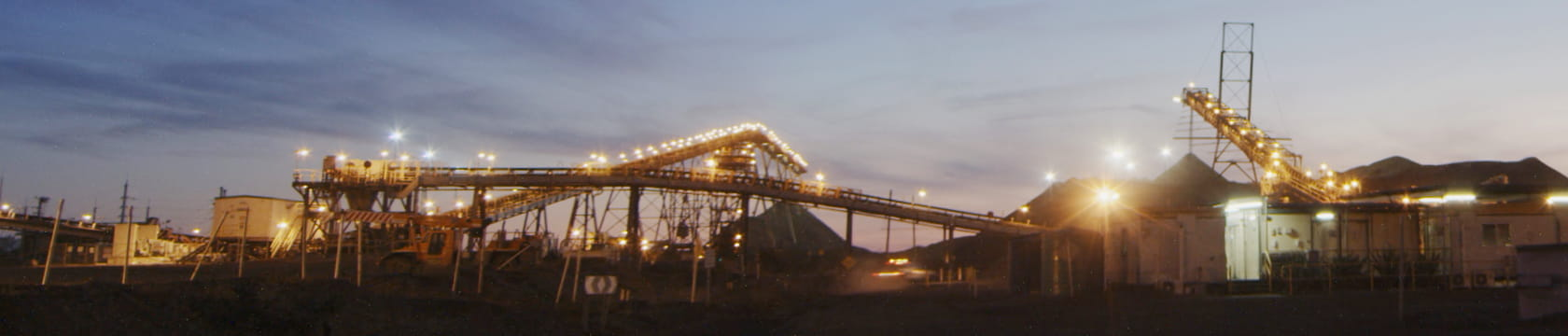 Case studies - Fixed plant innovation - Ore handling and processing plant at dusk